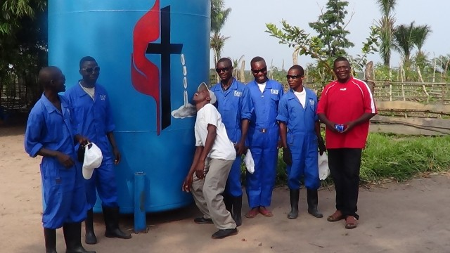 Congo well-digging staff